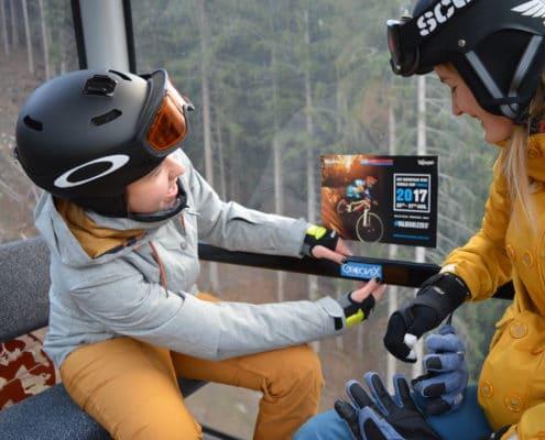 Sticker sfeer piste Groove-X jongeren skivakanties